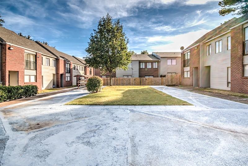 מולטי פמילי 32 בתי קרקע – Springs Apartments